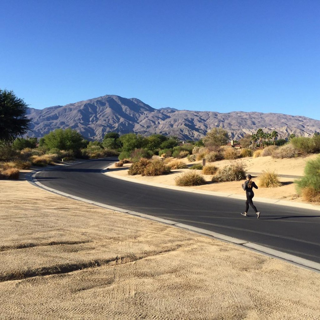 Morning desert runs are good for the souland the lungshellip